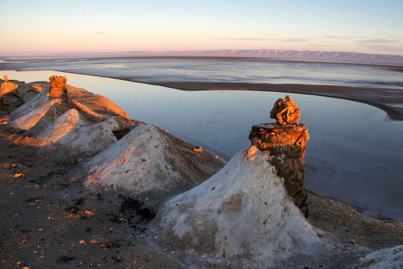 Рассвет на соленом озере