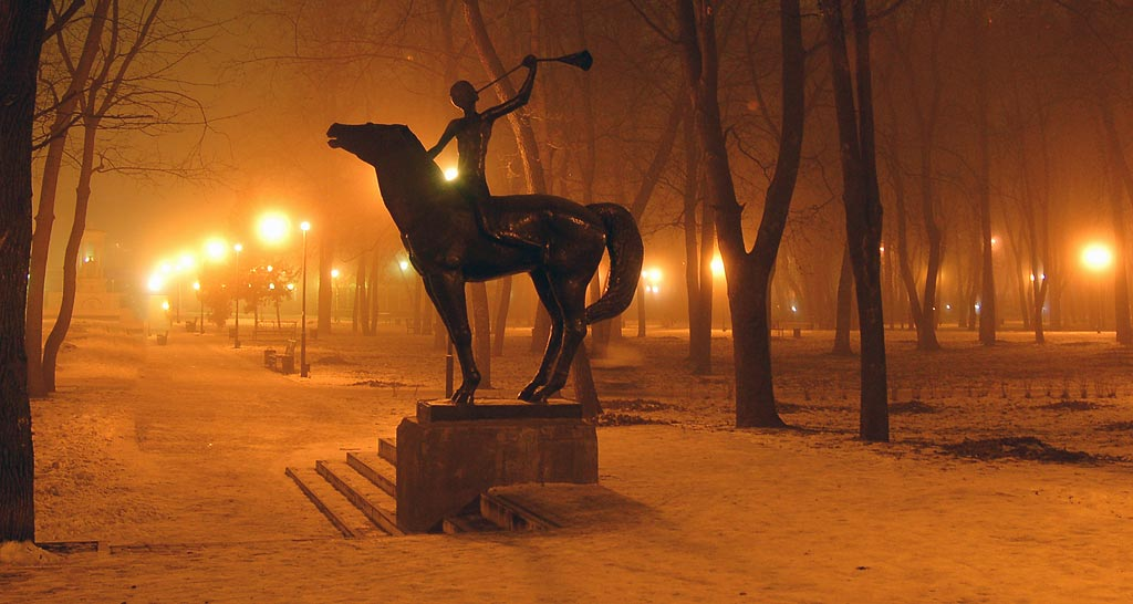 Памятник Орлёнку