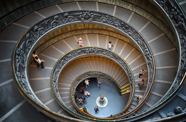 Лестница Момо-Браманте в Ватикане