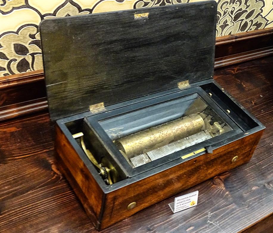 Музыкальная шкатулка на 8 мелодий. Швейцария, конец 19 века