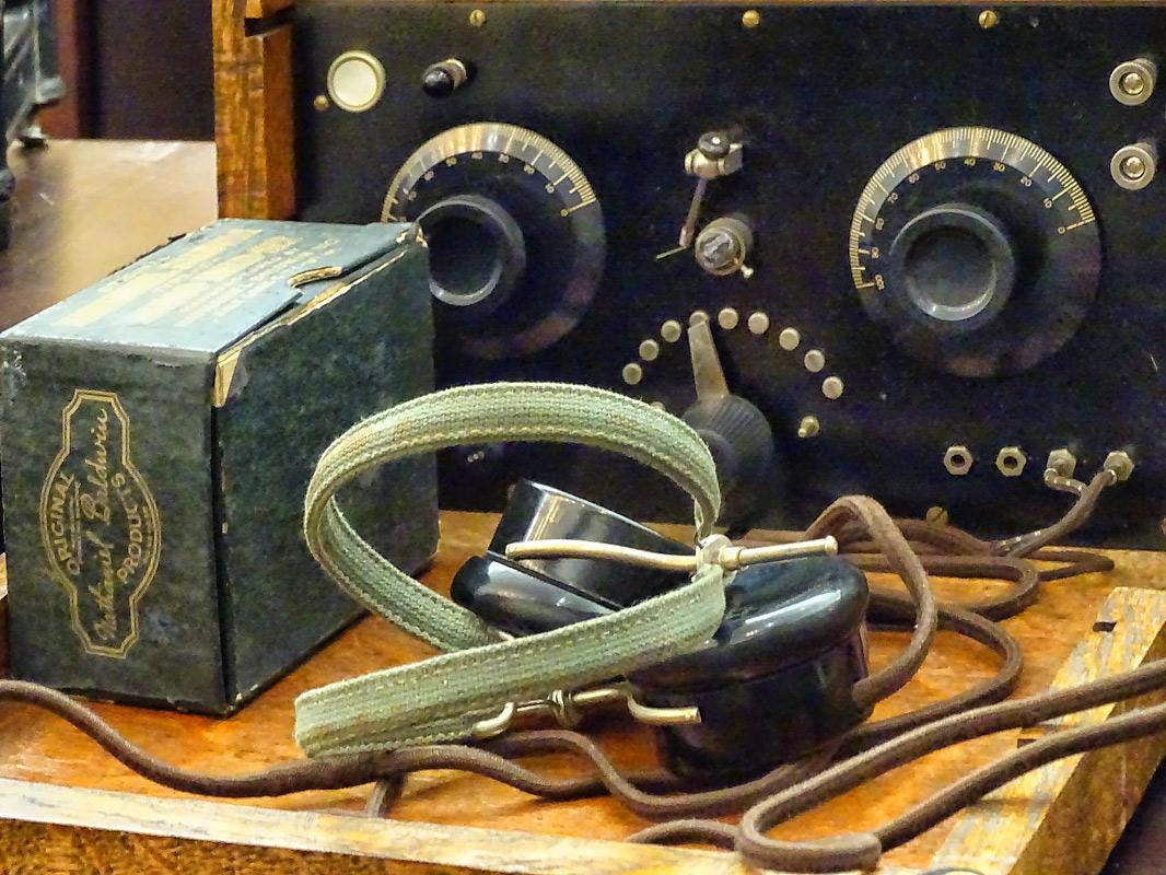 Радио с наушниками. США, начало 20 века.
