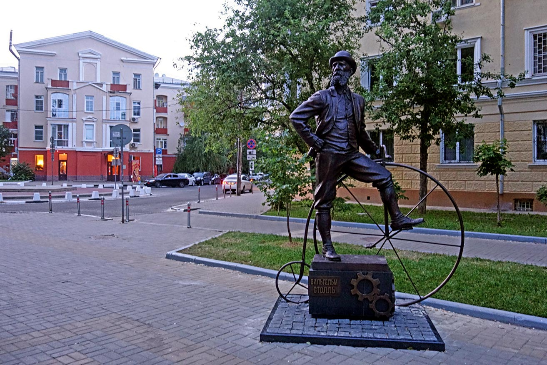 Памятник Столлю в Воронеже